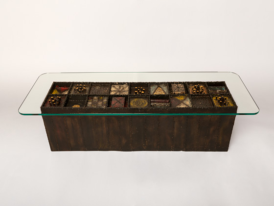 Cat. 37  Coffee Table, ca. 1962. Welded and patinated steel, colored  pigments and glass; 15 1/4 x 54 x 20 inches. Collection of Peter and  Jennifer Gleeson.