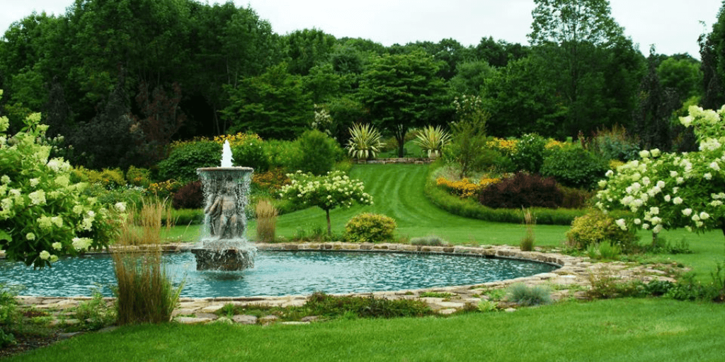 fountain and gardens at Hortulus Farm